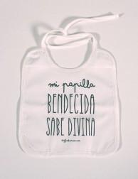 Babero infantil - Mi papilla bendecida sabe divina (blanco y negro)