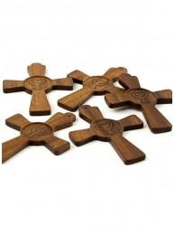 Cruz de madera colgante...